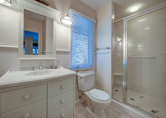 2nd Floor King Suite Full Bathroom