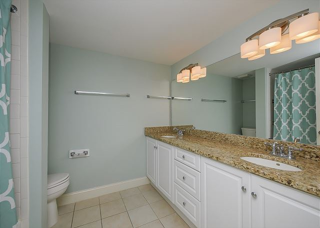 1832 Beachside Tennis - King Suite Full Bathroom - HiltonHeadRentals.com