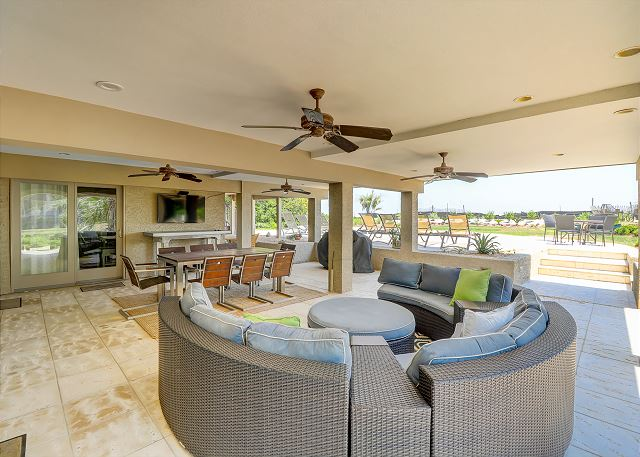Outdoor Living & Dining Area
