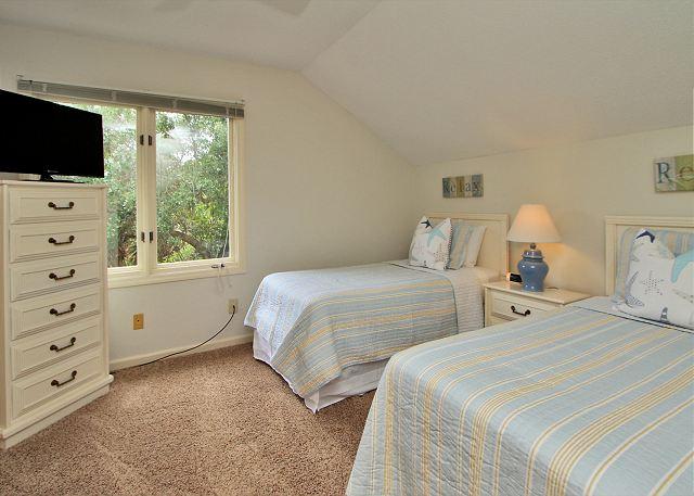 2nd Floor Guest Bedroom w/ 2 Twins & Flat Panel TV