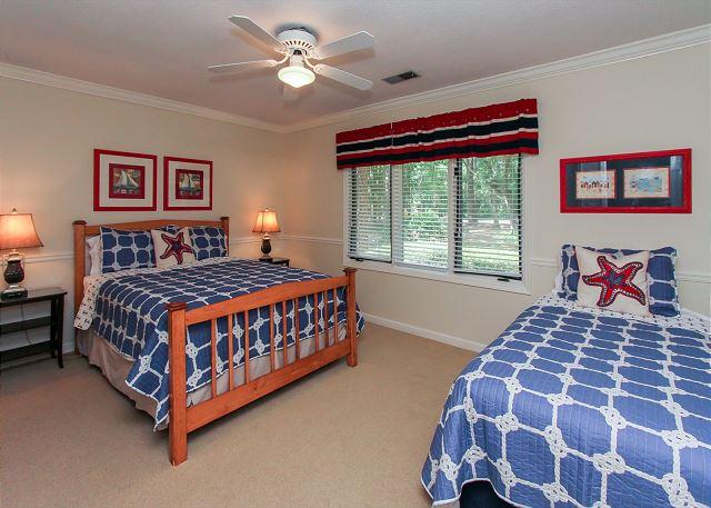 Guest Bedroom  - 1 Queen, 1 Twin