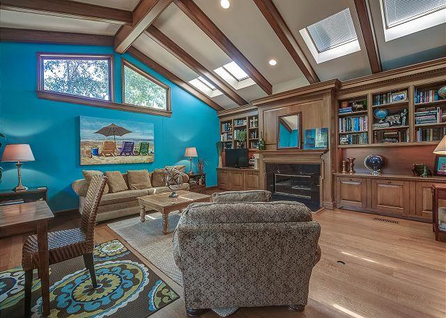 Family Room w/ Queen Sleeper Sofa & Full Bathroom