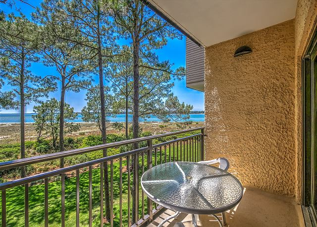 1832 Beachside Tennis - Guest Suite Patio - HiltonHeadRentals.com
