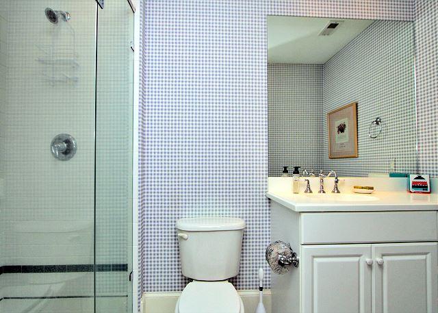 707 Schooner Court - Guest Bathroom - HiltonHeadRentals.com