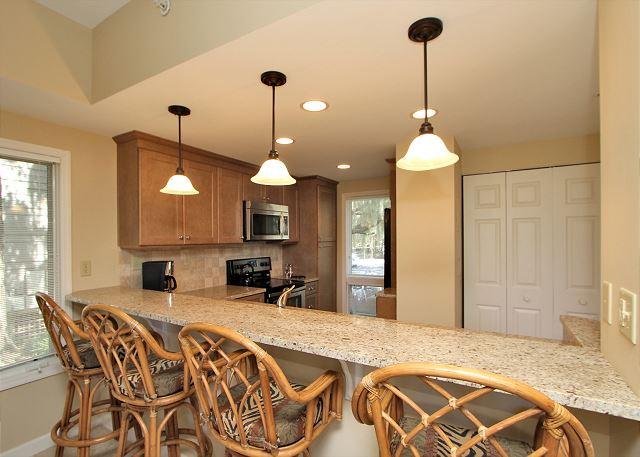 Fully Renovated Kitchen w/ Breakfast Bar - Seats 4