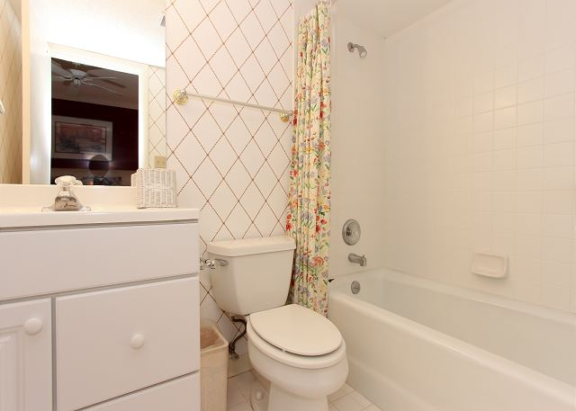 1st Floor King Suite Bathroom