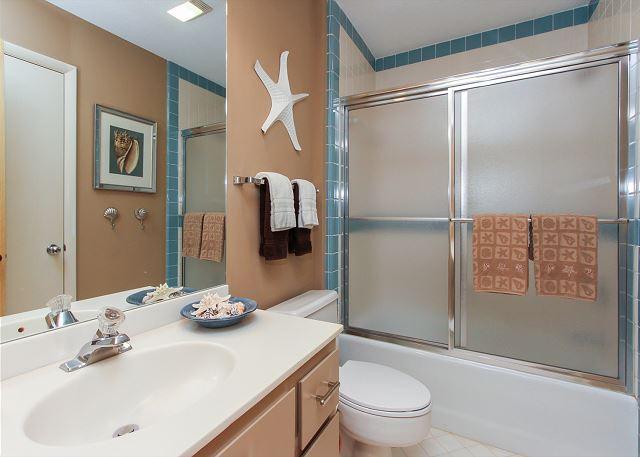 Hall/Twin Bathroom