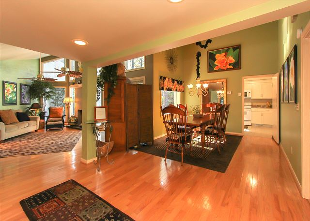 3 Scaup Court - Dining/Living Area - HiltonHeadRentals.com
