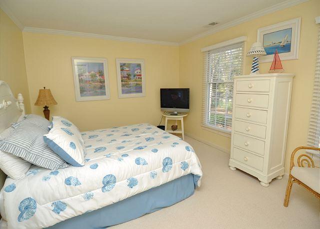Queen Bedroom w/ Flat Panel TV