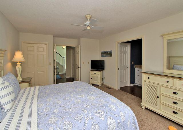 1st Floor King Suite w/ Flat Panel TV