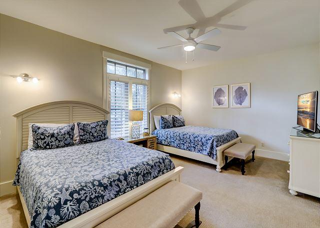 1st Floor Guest Suite - 2 Queens - Sleeps 4