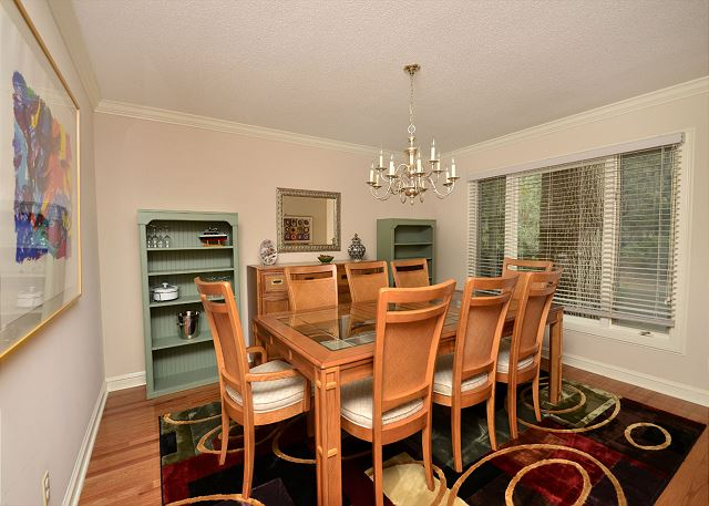 Dining Area - Seats 8