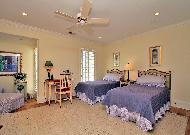 707 Schooner Court - Guest Suite - 2 Twins - HiltonHeadRentals.com