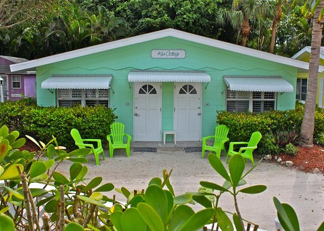 The Kiwi units are quaint little efficiency cottages located close to the pool and the beach.