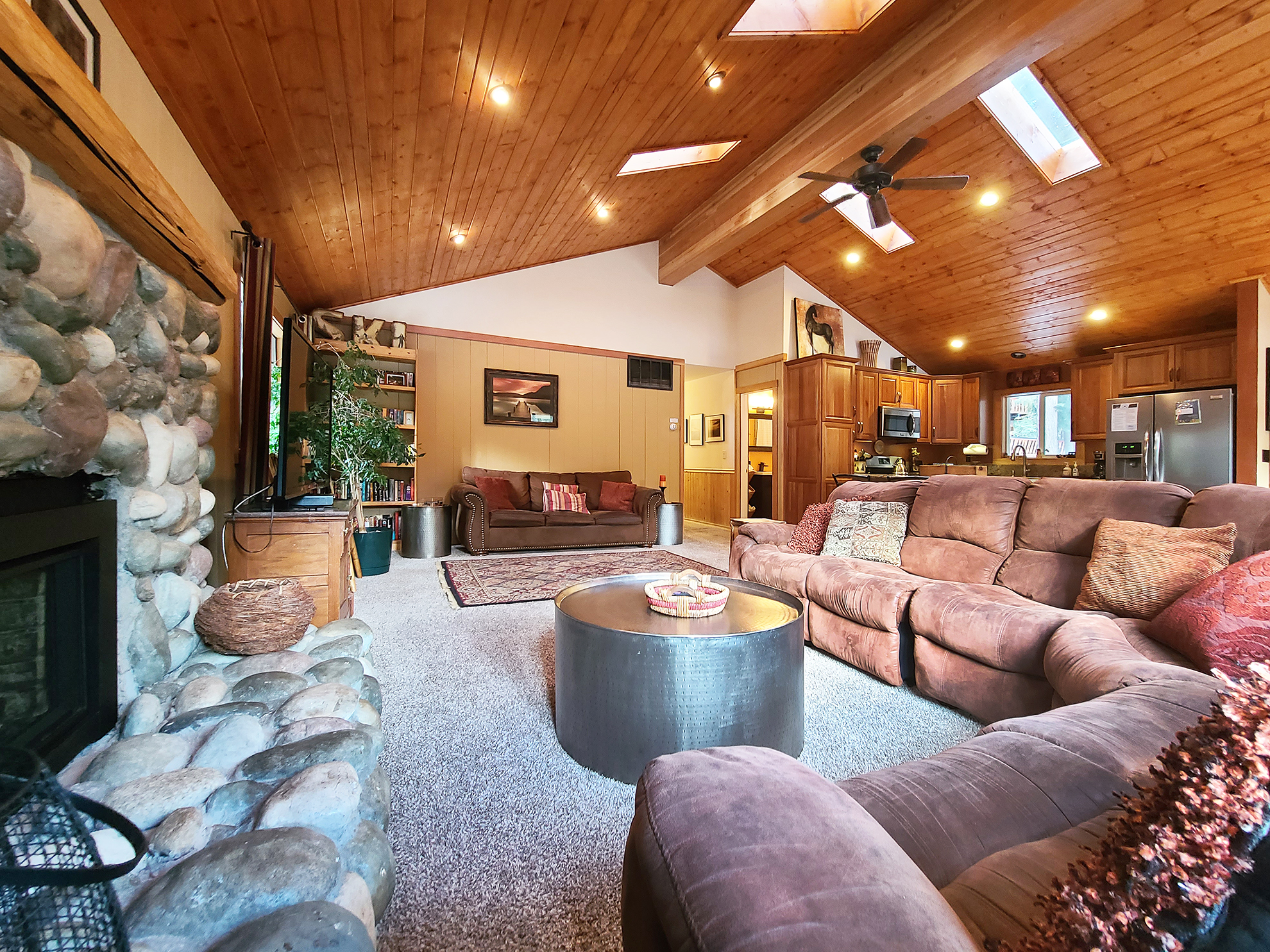 Listing Image 2 for Banovich Home