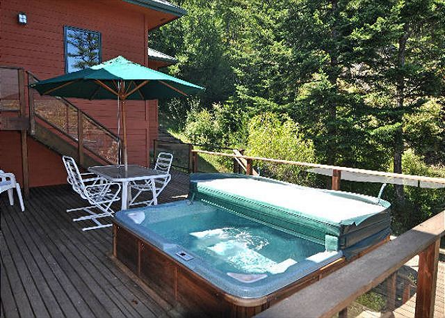 there is a large hot tub that is located on a side deck