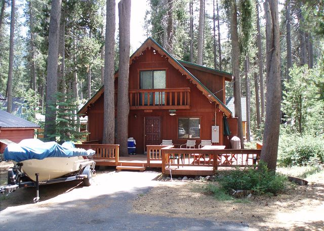 Nice cabin on a LEVEL lot at Donner Lake; easy year-round access