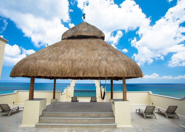 Rooftop balcony with shade palapa and neverending ocean views!