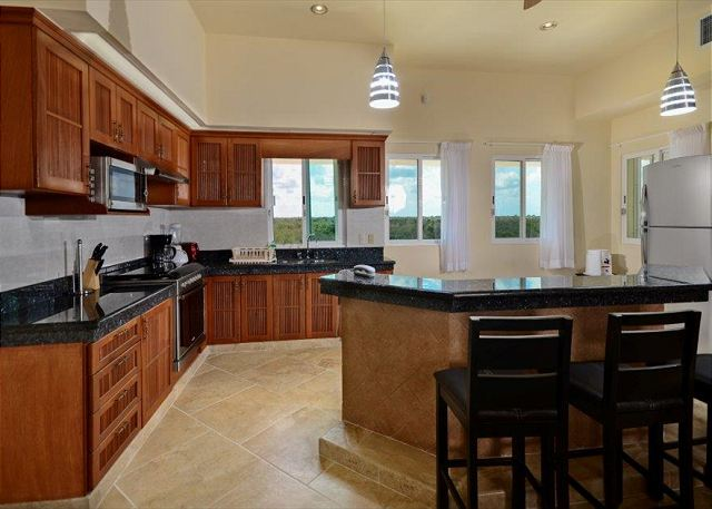 Granite Counters and Breakfast Bar