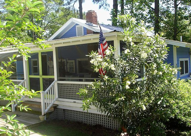 tybee island singles Social singles are you a landlovers member who is widowed, divorced or  single come join us for a new social life, where you can come alone and feel.